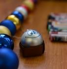 Подготовка. Тренируемся в росписи новогодних шариков :) Благотворительное новогоднее мероприятие 29 декабря 2013
