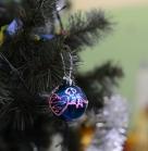 Подготовка. Первый шарик готов! На елку его! Благотворительное новогоднее мероприятие 29 декабря 2013